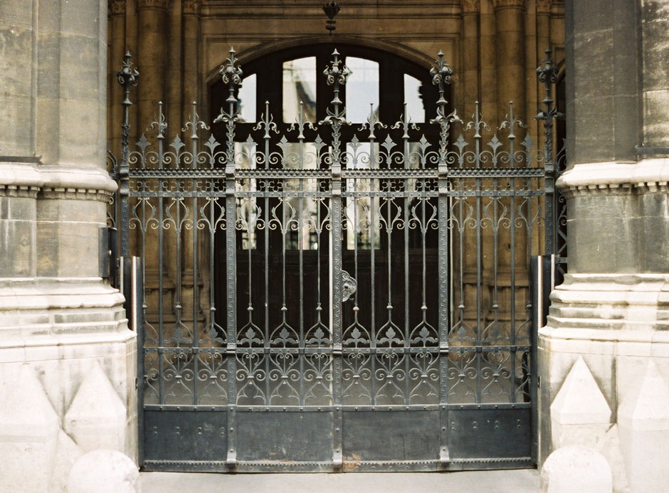 Middle lattice gate of the city hall entrance